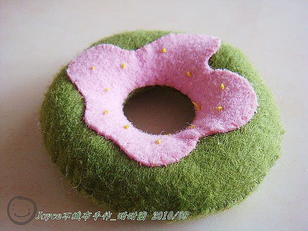Joyce不織布手作_甜甜圈201009 (7).JPG