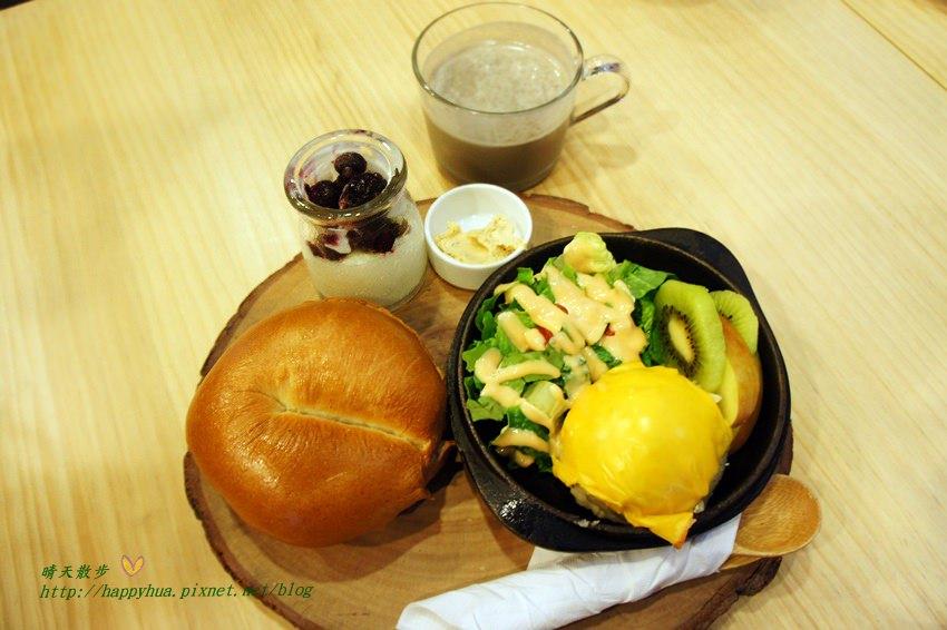 [台中早午餐]豐原∥耶濃豆漿專門店Yanon~後院有沙坑的親子友善餐廳 豆漿不是只能配油條 墨西哥捲、口袋吐司都很搭